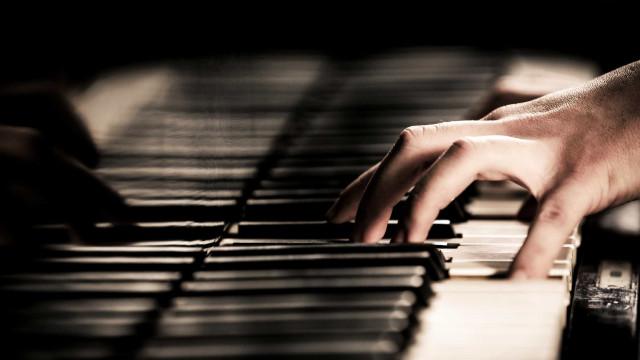 Raul Pinto protagoniza ciclo 'Domingos ao Piano' em Monserrate