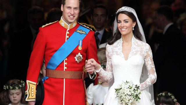 Príncipe William diz ter sentido a presença da mãe no casamento
