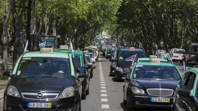 Taxistas permanecem na Avenida da Liberdade pelo terceiro dia consecutivo