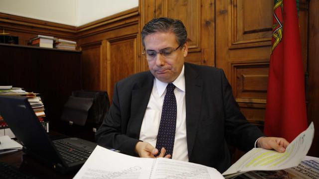 """Abreu Amorim apoia Santana. """"Rio e a sua comitiva não merecem ganhar PSD"""""""