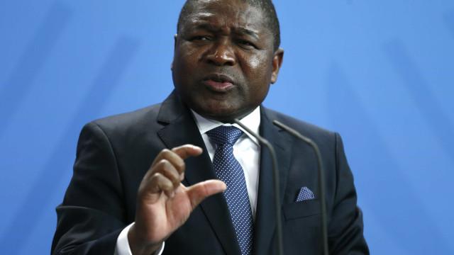 Presidente moçambicano forneceu carteiras escolares fabricadas pela filha