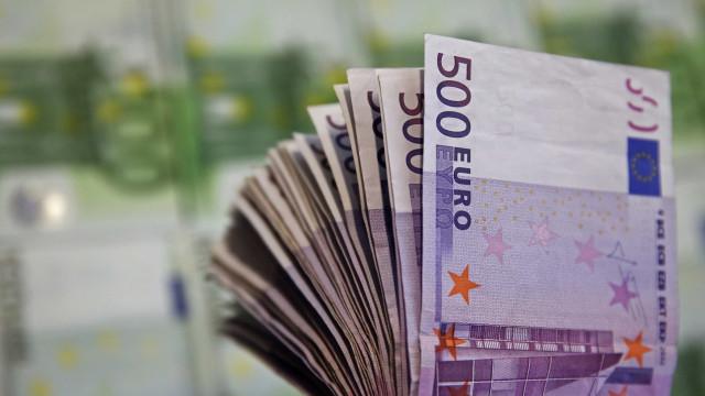 Sanitas de restaurantes aparecem entupidas com notas de 500 euros