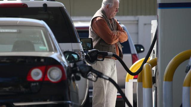 Preços dos combustíveis vão descer. Gasolina dá o tombo maior