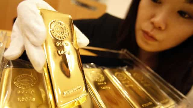 Ouro volta a ganhar num dia imprevisível
