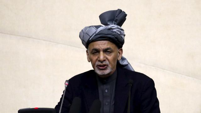 Talibãs anunciam cessar-fogo de três dias com as forças afegãs