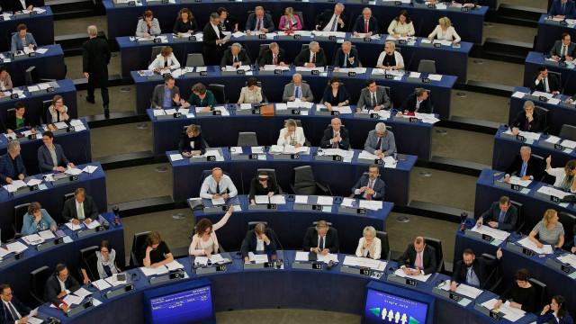 Debate sobre Paradise Papers domina sessão plenária do Parlamento Europeu