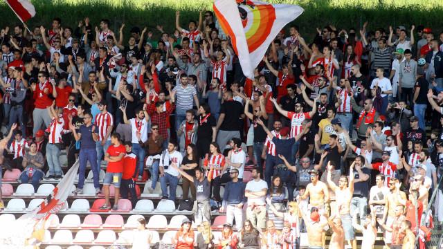 SEF notifica para abandono do país sete jogadores jovens do Leixões