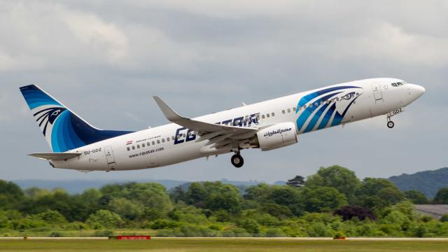EgyptAir: Encontrados vestígios de fumo no cockpit do avião