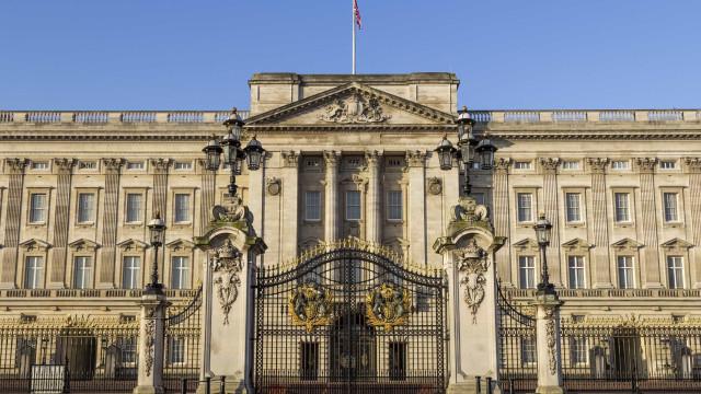 Homem com taser detido perto do Palácio de Buckingham
