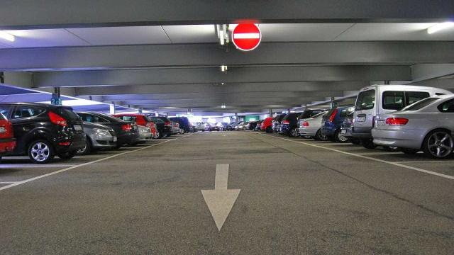 Condenada a pagar 28 mil euros por ter carro estacionado... há nove anos