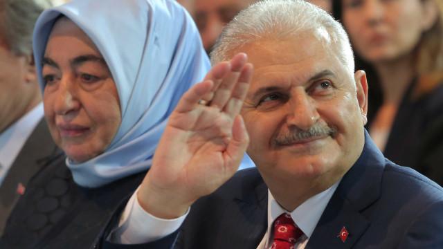 """Governo turco defende """"maturidade democrática"""" face a críticas externas"""