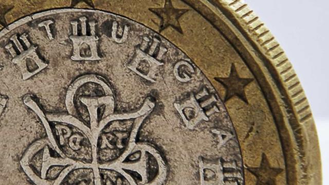 Juros da dívida de Portugal caem a dois anos e sobem a cinco e dez anos