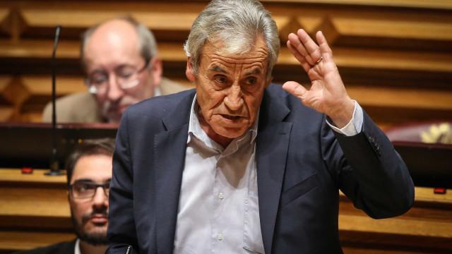 Jerónimo desafia Governo a resgatar floresta como se fosse um banco