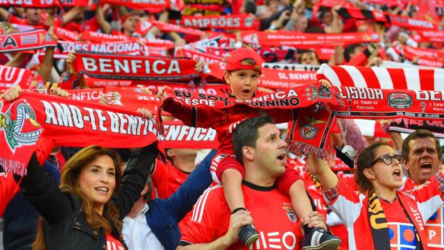 O 'gesto' da claque do Benfica que o Ajax agradeceu