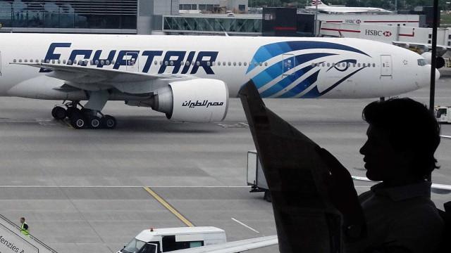 EgyptAir: Vestígios de explosivos detetados nos restos mortais de vítimas