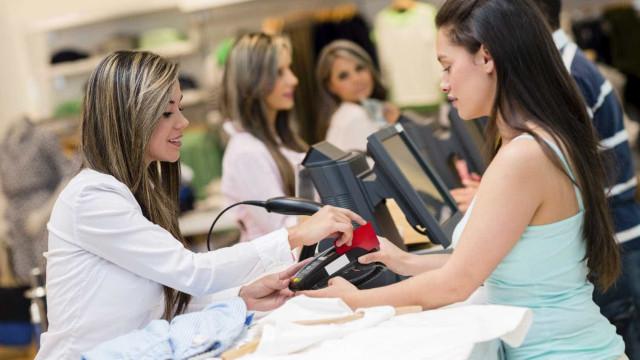 Confiança dos consumidores volta a aproximar-se de máximos históricos