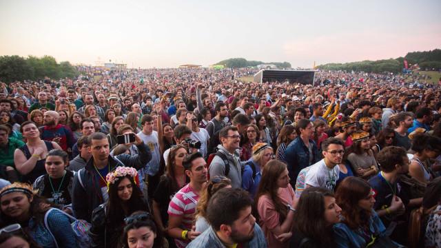 PrimaveraSound: Sol vence chuva e ilumina 2.º dia do festival