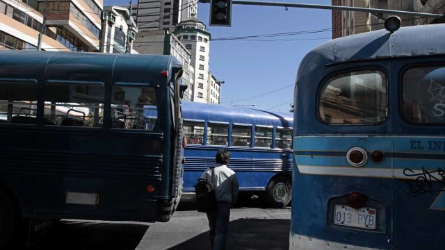Choque frontal entre dois autocarros faz pelo menos 22 mortos na Bolívia