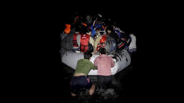 GNR ajuda 16 migrantes sírios a desembarcar em segurança na Grécia