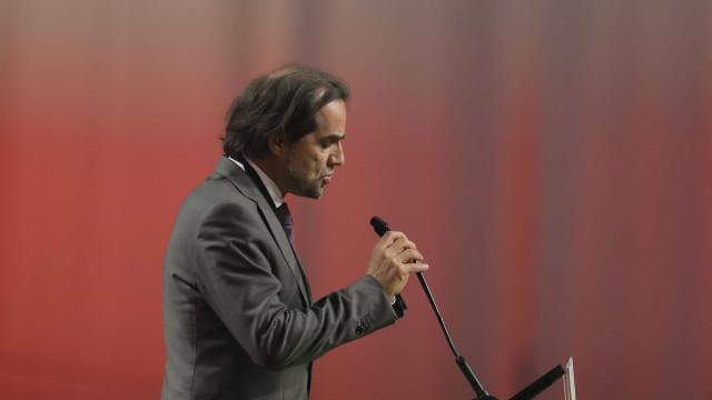 """Miguel Albuquerque diz que ministro está a """"fugir com rabo à seringa"""""""