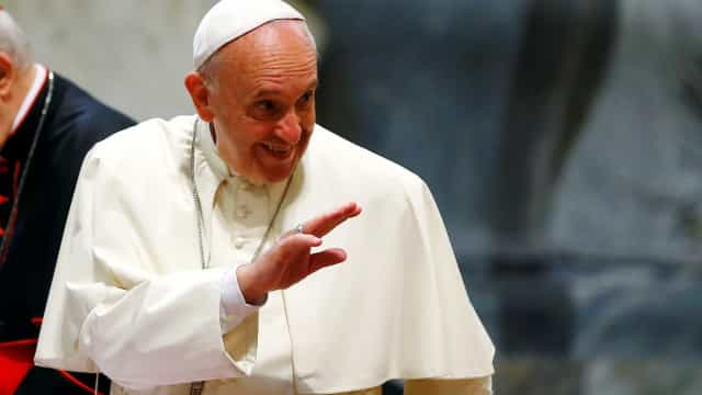 Papa canoniza mártir salvadorenho Oscar Romero e papa Paulo VI