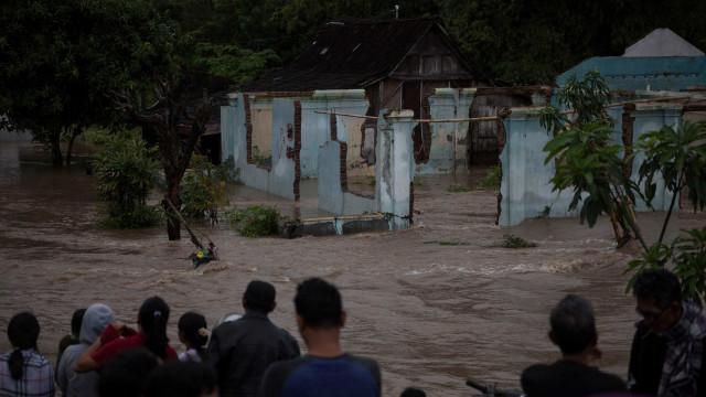Inundações no Vietname deixam 13 mortos e um desaparecido