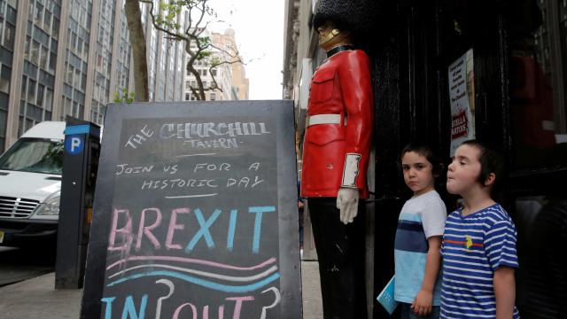 Brexit: Governo britânico esclarece imigrantes portugueses