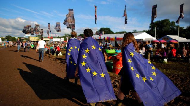 """Brexit: Negociações avançam, mas 27 pedem """"mais clareza"""""""