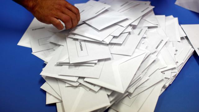 Direita com maioria absoluta na Andaluzia vai tentar afastar socialistas