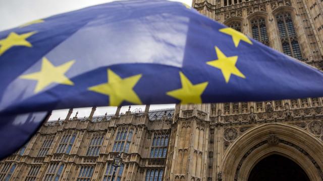 Deputados votam quatro propostas de alteração ao acordo para o Brexit