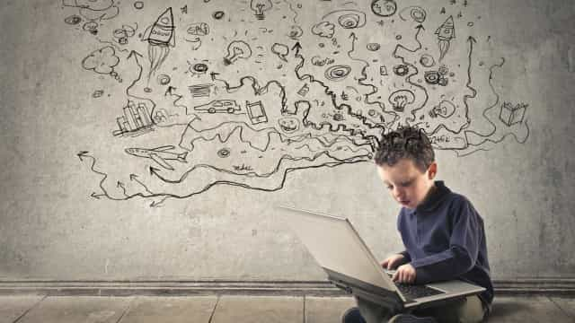 Comissão Europeia quer mais e melhor acesso a internet nas escolas