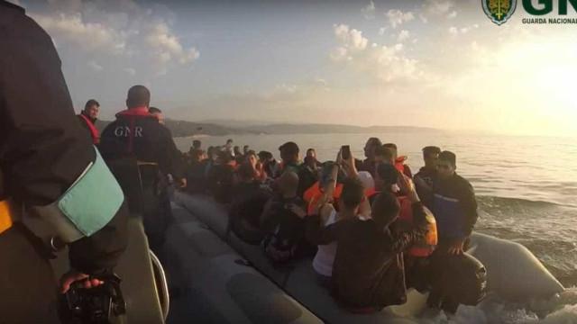 Militares da GNR auxiliaram hoje 30 migrantes na ilha grega de Quios
