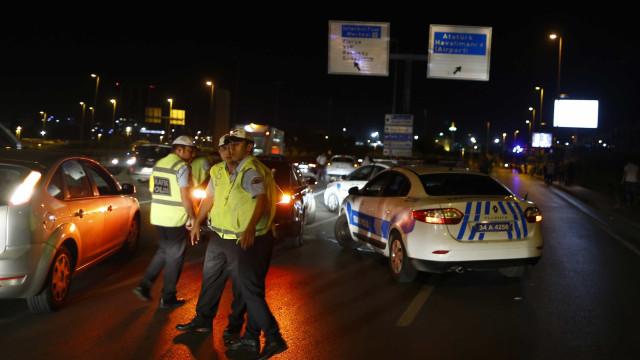 Dezassete detidos por envolvimento no triplo atentado de Istambul
