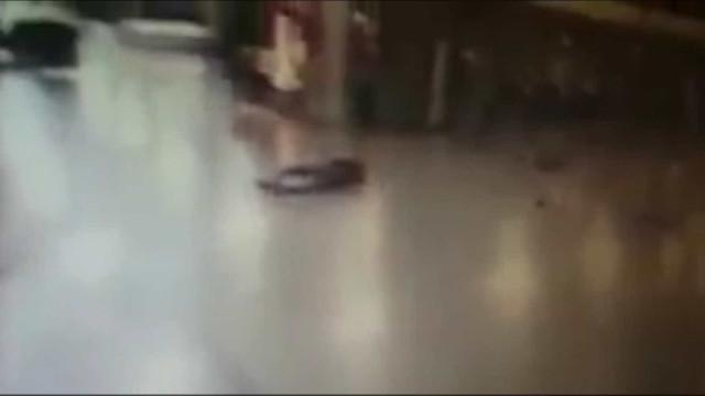 Novo vídeo mostra momento em que terrorista se faz explodir