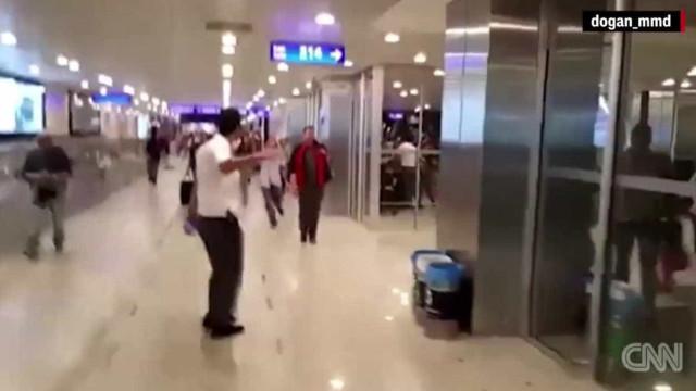 Novas imagens evidenciam pânico no aeroporto de Istambul