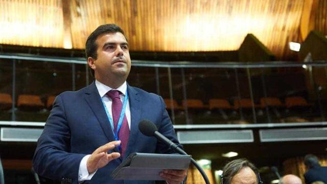 """""""Ministro da Educação perdeu apoio do Bloco e do PCP e já está a prazo"""""""