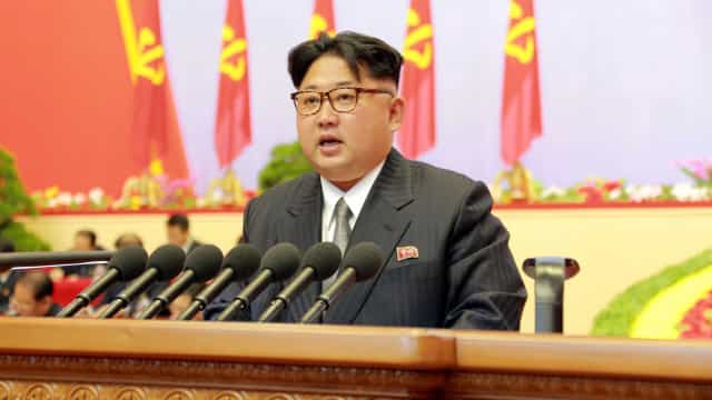 """Coreia do Norte diz ser """"nação nuclear invencível"""" em dia de aniversário"""