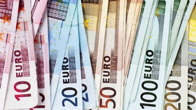 Excedente do comércio externo de bens na zona euro sobe em novembro