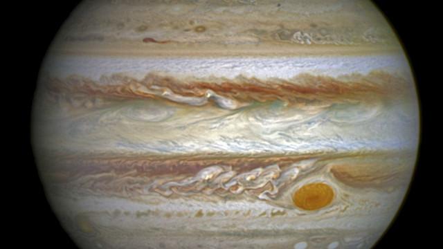 Investigadores descobrem 12 novas luas em torno de Júpiter