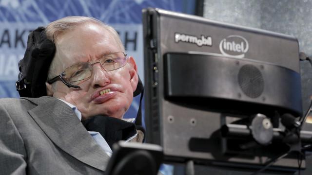 "Stephen Hawking: ""Trump levará a Terra ao limite"""