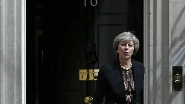 Brexit: Aprovação do rascunho do acordo inicia processo difícil para May