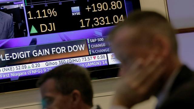 Bolsa de Nova Iorque baixa e taxas de juro sobem
