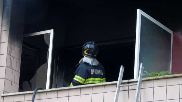 Fogo em prédio em Coimbra provocou dois feridos ligeiros