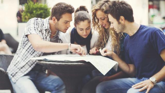 Como é que os estudantes deslocados podem descontar a renda no IRS