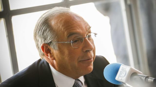 """Vitória do PS """"boa demais"""" deixa maioria absoluta """"muito mais distante"""""""