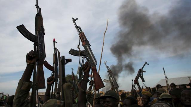 Mais de 170 mortos em combates entre clãs rivais no Sudão do Sul