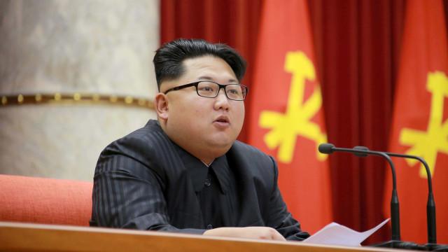 """Londres vê """"com satisfação"""" cimeira entre Donald Trump e Kim Jong-un"""