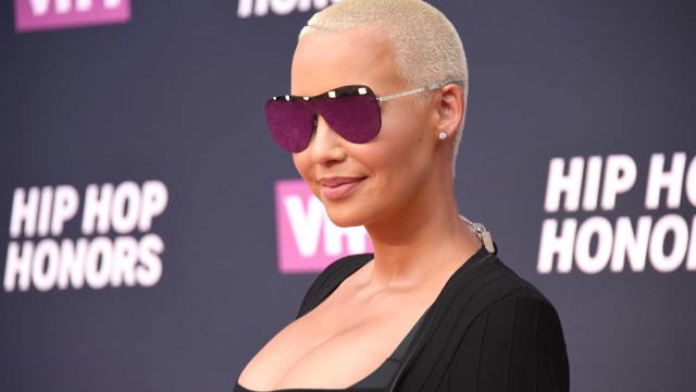 Amber Rose vai fazer uma cirurgia de redução mamária