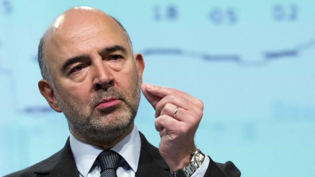 Moscovici confiante na saída da Grécia do resgate em 2018