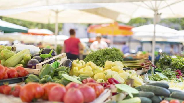 'Fruta Feia' salva do lixo mais de mil toneladas de frutas e legumes